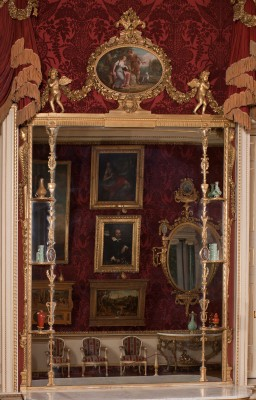 Harewood near Leeds has George III Chippendale mirrors