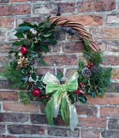 Willow Christmas Wreath Making (10 Dec AM)